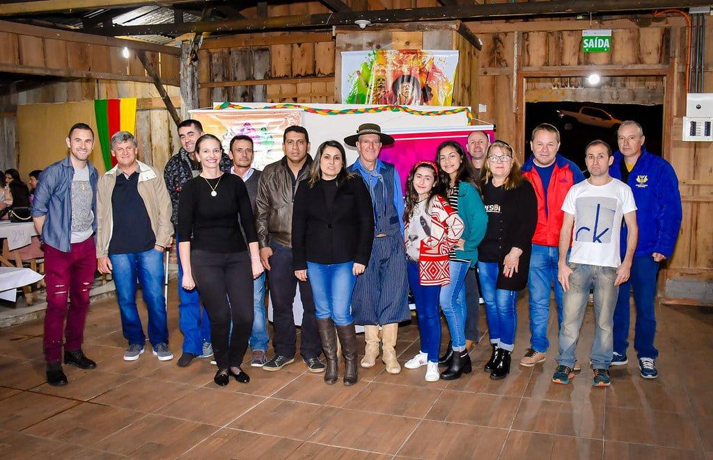 Prefeito Cainelli entrega as primeiras 16 chaves das casas da Comunidade Primavera