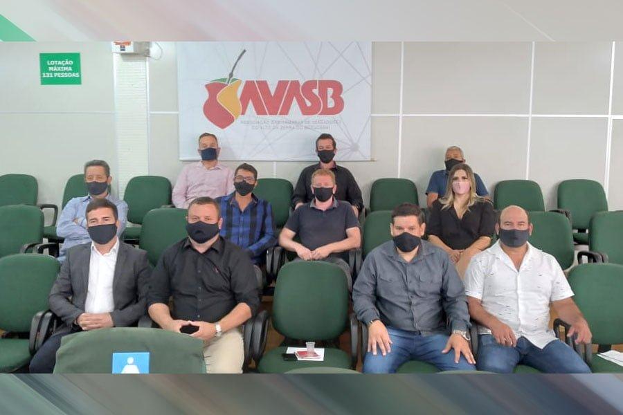 Dirigentes da Coagrisol participam de viagem técnica cooperativista no Paraná